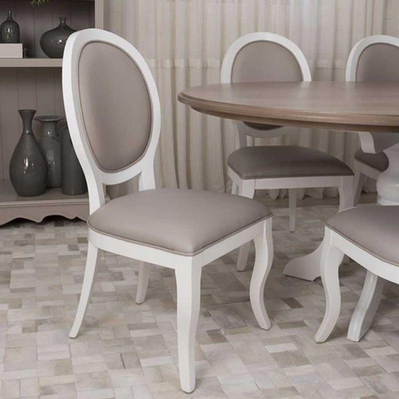 Cadeira-Delicate-Medalhao-Branca-Mesa